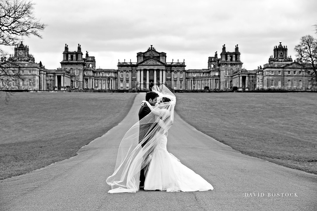 bride and groom in front of Blenheim Palace