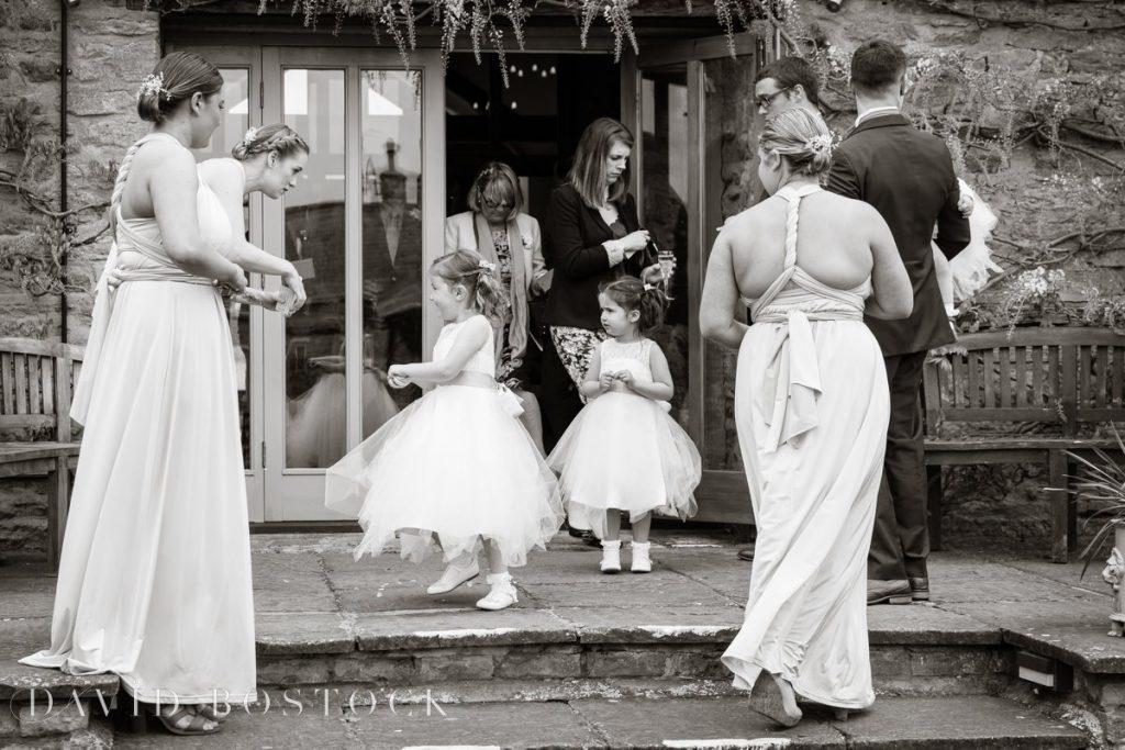 flowergirls dancing