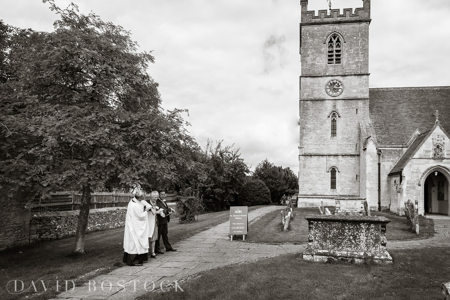 Oxfordshire wedding photograph vicar