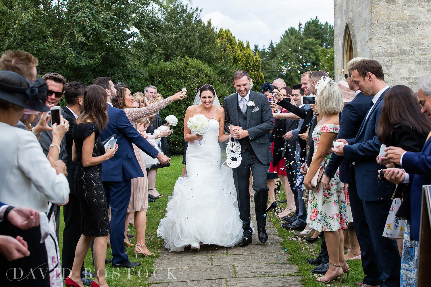 Oxfordshire wedding confetti photograph