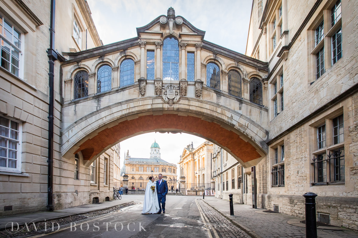 Hertford College Oxford wedding Bridge of Sighs couple
