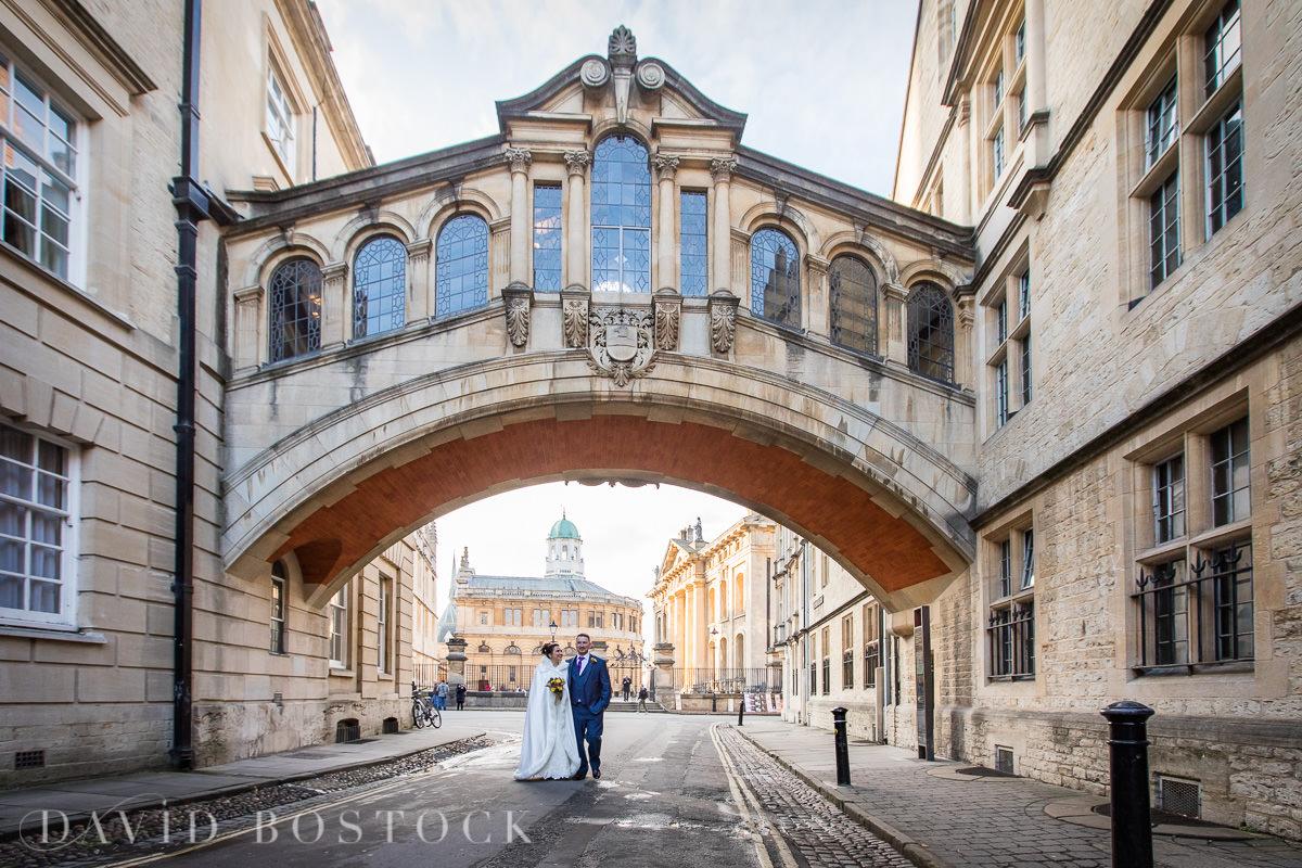 Hertford College Oxford wedding Bridge of Sighs couple