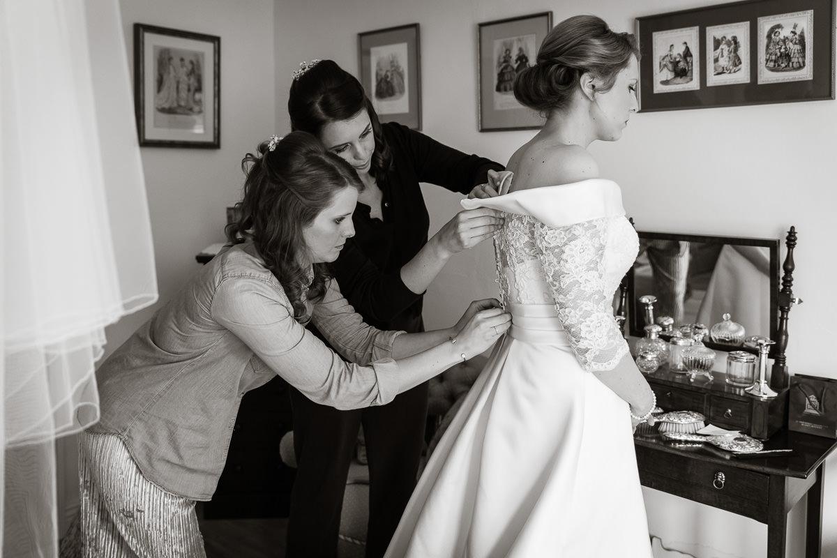 Ardington House wedding bride getting ready