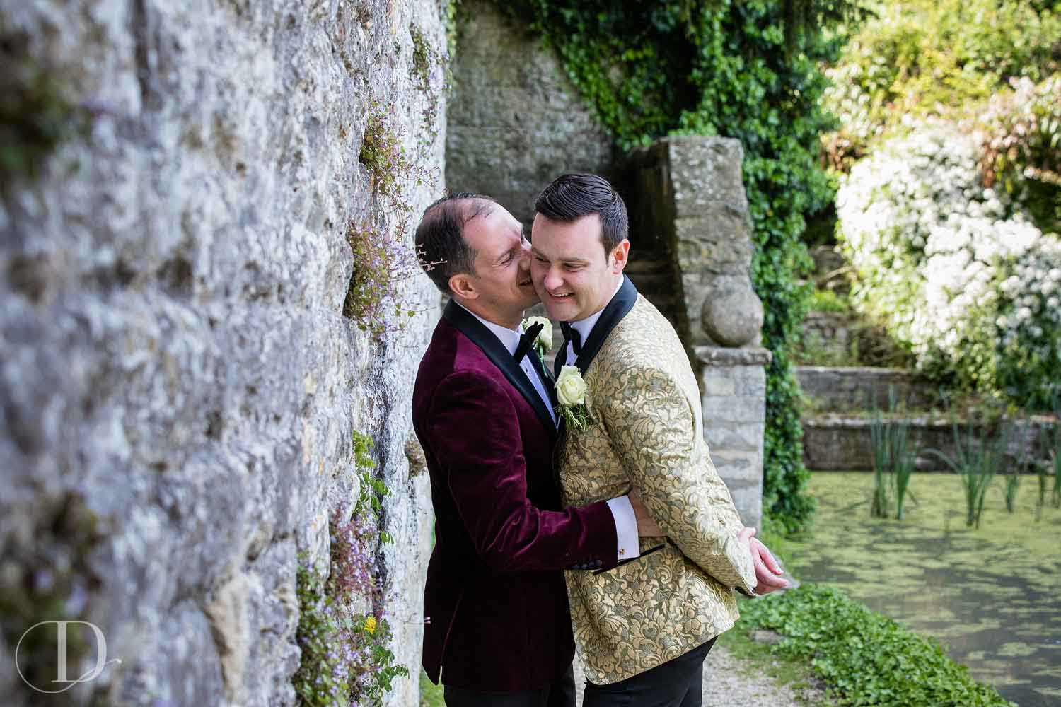 Le Manoir aux Quat'Saisons wedding kiss